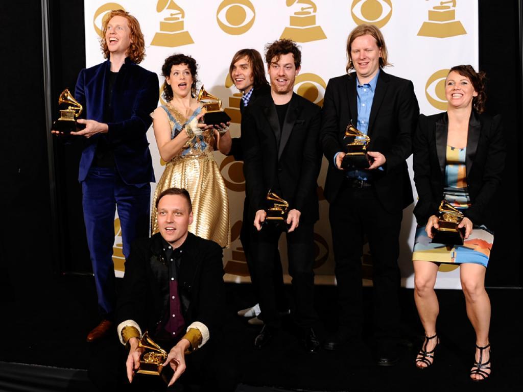 Arcade Fire: Riflessi, Bibbie al Neon e Funerali…
