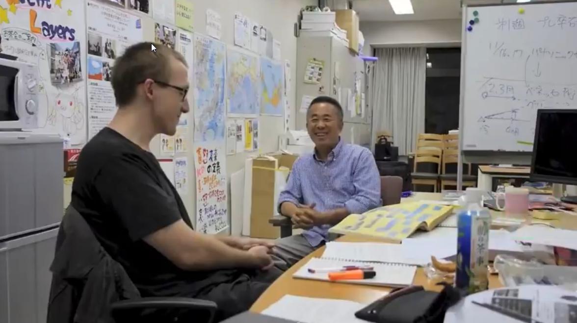 John Szczepaniak con Yoshihiro Kishimoto (Namco)